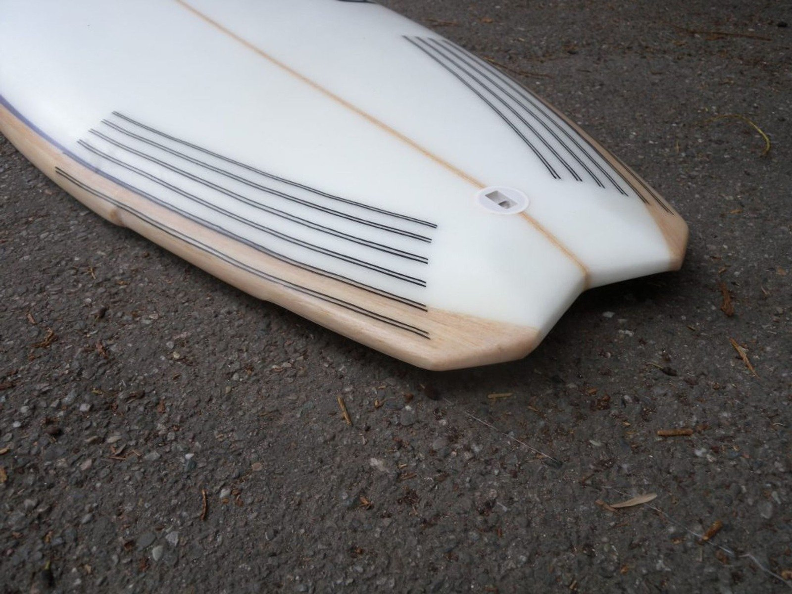 Anzu_surfboard